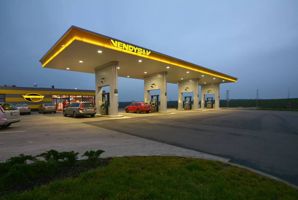 APTO outdoor LED lighting of Vendys&V gas station in Hrdlořezy